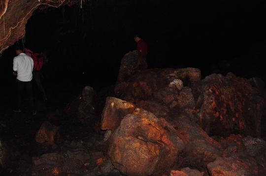 Các khối đá nhiều hình thù khác nhau trong hệ thống hang động
