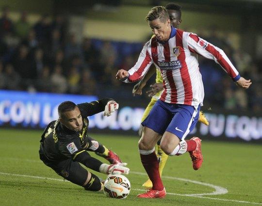 Torres vượt qua thủ môn Villarreal trước khi ghi bàn