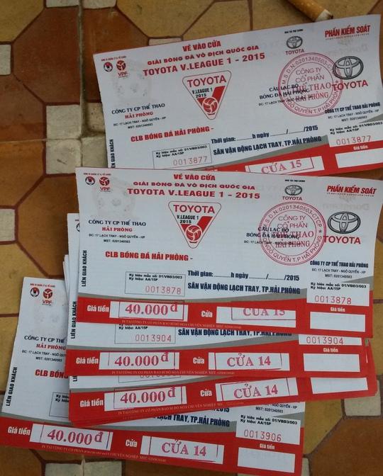 Nhiều vé tuồn ra ngoài không ghi ngày tháng, trận đấu