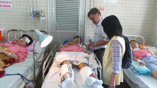 Sau tai nạn hy hữu, anh Hiển đang cố vượt qua bệnh tật trong sự chia sẻ của người thân, đồng nghiệp.