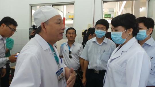 Bộ trửơng Y tế kiểm tra công tác chuẩn tại Bệnh viện Bệnh Nhiệt đới TP HCM