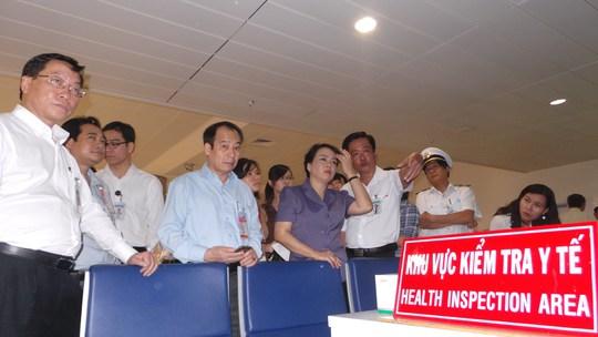 Kiểm tra kiểm dịch y tế tại sân bay Tân Sơn Nhất