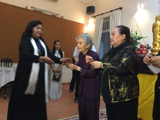 NSND Kim Cương, NSƯT Út Bạch Lan và NSND Ngọc Giàu tiễn biệt GSTS Trần Văn Khê