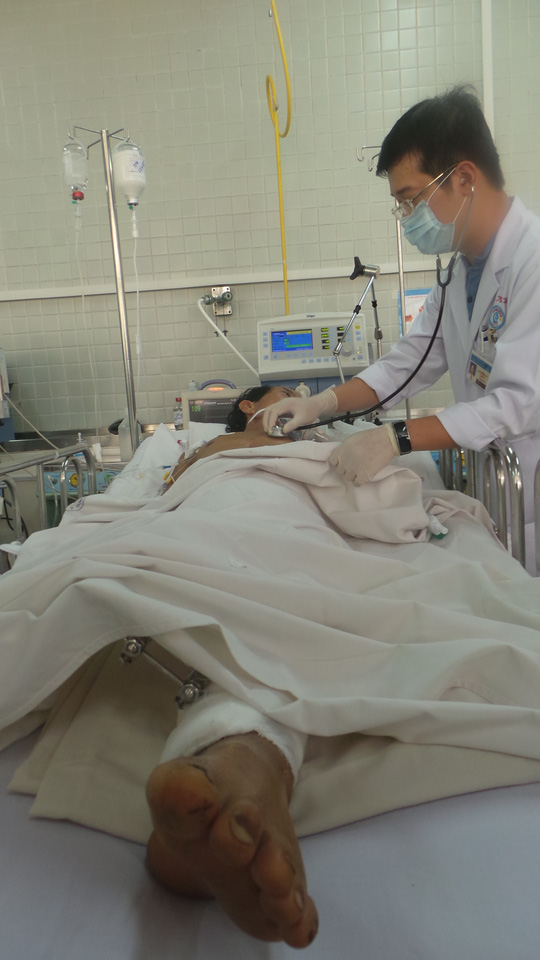 Anh Tám đang chống chọi bệnh tật trong tình trạng bị tàn phế sau tai nạn.