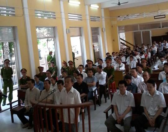 Bị cáo Nguyễn Thế Thắng (nguyên Giám đốc VDB Sóc Trăng) trả lời thẩm vấn trước HĐXX