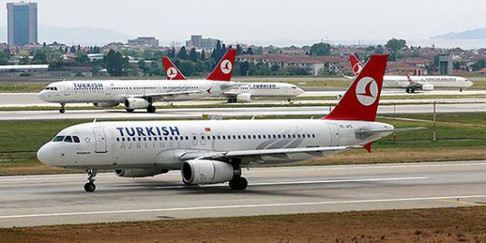 chiếc máy bay của hãng hàng không Turkish Airlines (Thổ Nhĩ Kỳ) đang trên đường đến thủ đô Lisbon (Bồ Đào Nha) buộc phải quay trở lại TP Istanbul. Ảnh: Reuters