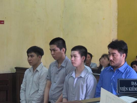 Hồ Văn Hiếu (trái) vẫn nhận án tử hình