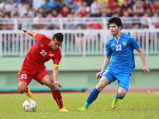 Hai cầu thủ mang áo số 22 của hai đội