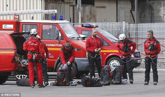 Xe cứu hỏa chuẩn bị đến hiện trường. Ảnh: Reuters