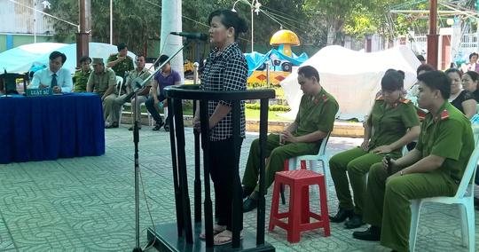 Bị cáo Trần Thị Hường ở phiên tòa lưu động