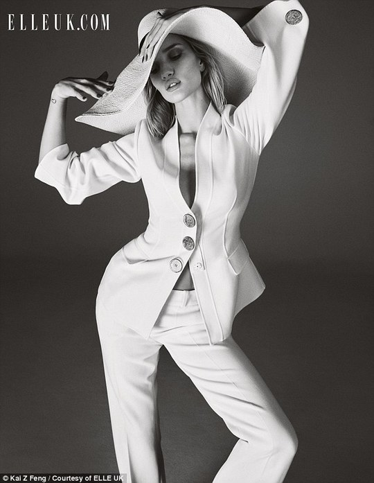 Rosie Huntington-Whiteley đẹp cuốn hút trên tạp chí
