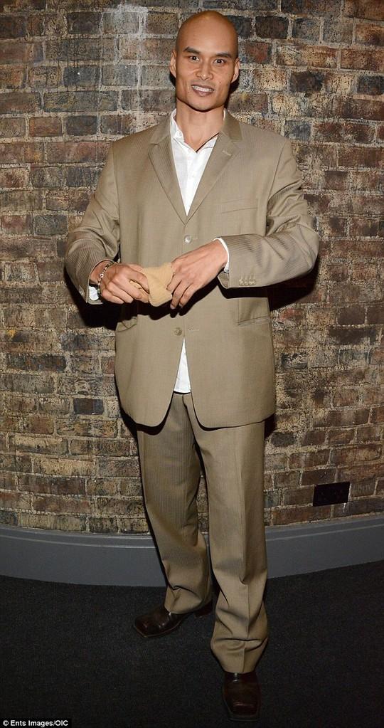 Diễn viên phim James Bond đột tử ở tuổi 42