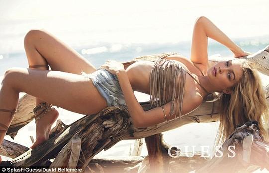 Người đẹp Mỹ cuốn hút trên bãi biển