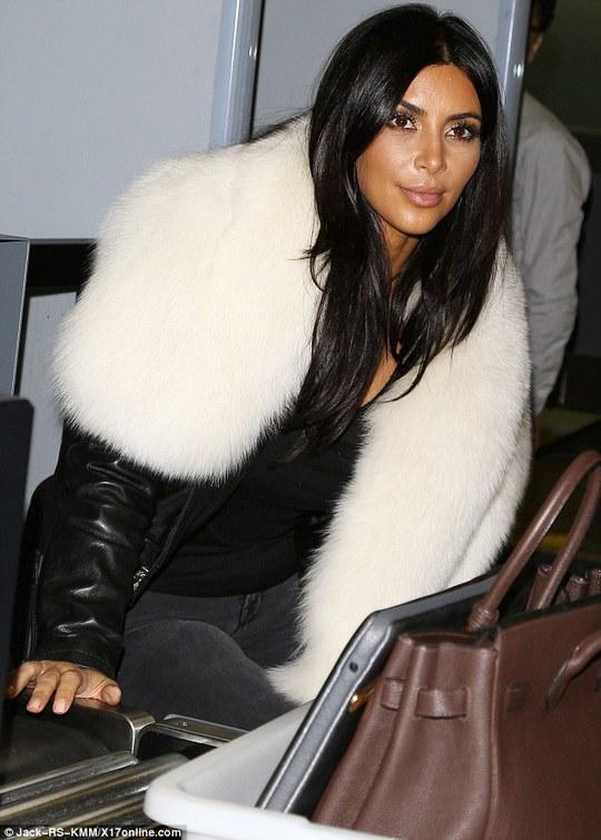 Kim tại quầy kiểm tra an ninh sân bay