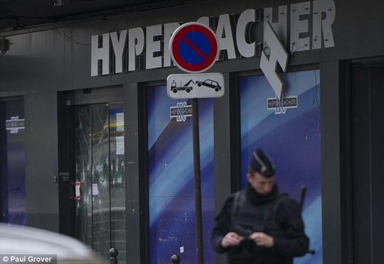 Được tôn vinh vì cứu nhiều người vụ khủng bố ở Pháp