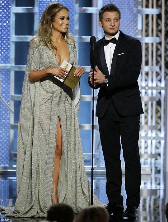 """Nhận định """"vòng một"""" Jennifer Lopez, Jeremy Renner bị chỉ trích"""