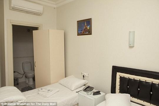Phòng 102 khách sạn Bade Otel, nơi Hayat Boumeddiene nghỉ chân ở Thổ Nhĩ Kỳ trước khi sang Syria. Ảnh: Daily Mail