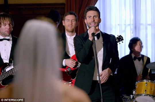 Maroon 5 gây sốt với video ca nhạc mới