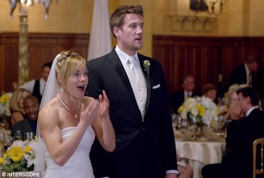 Khiến cô dâu chú rể kinh ngạc
