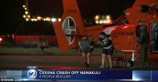 4 người trên máy bay đều được giải cứu. Ảnh: KHON