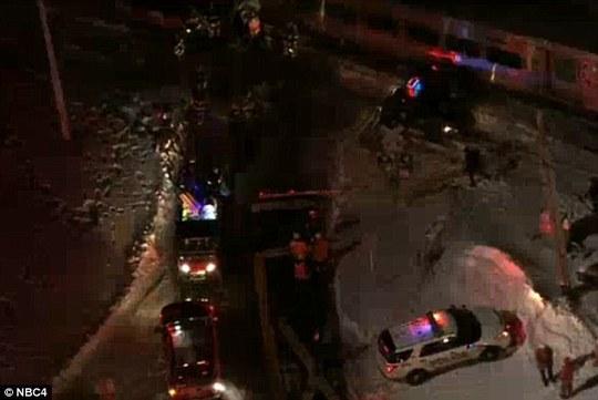 Cảnh sát có mặt tại hiện trường điều tra vụ tai nạn. Ảnh: NBC4