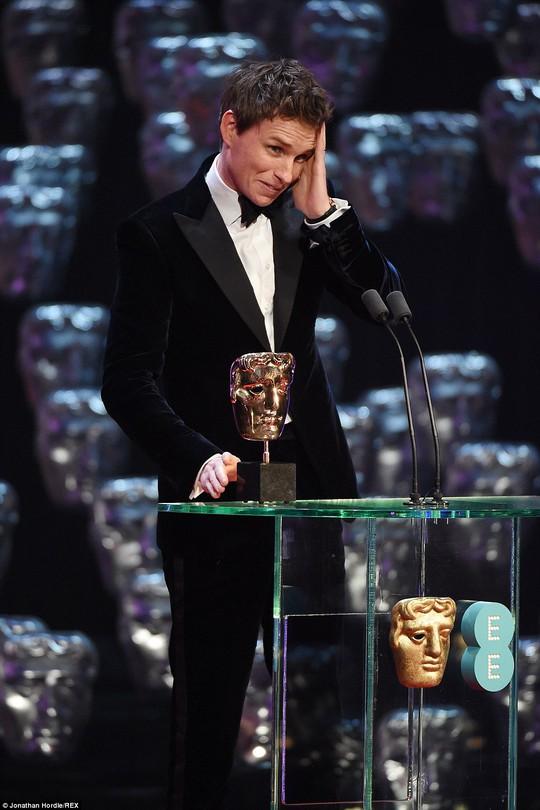 Nam diễn viên Eddie Redmayne xúc động