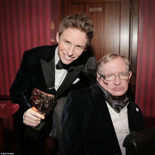 Eddie Redmayne và Stephen Hawking