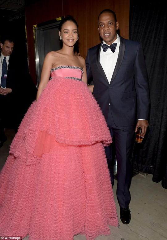 Sau đó cô chụp ảnh cùng Jay Z