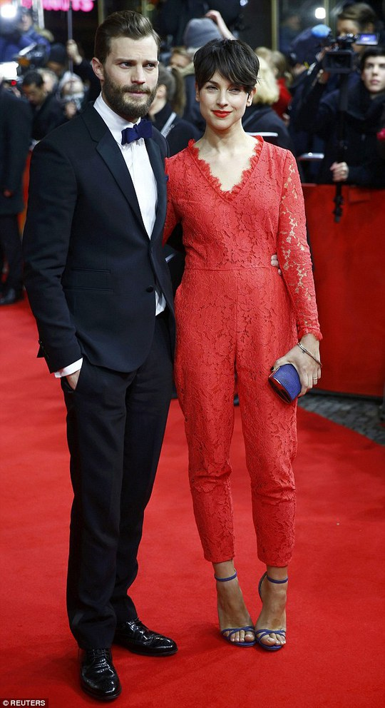 Jamie Dornan đi cùng với vợ Amelia Warner