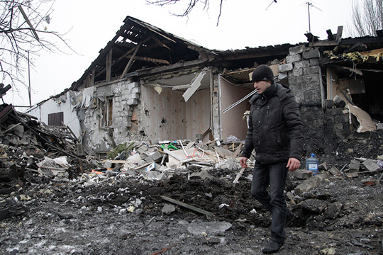 Một ngôi nhà tan hoang ở Donetsk hôm 19-1. Ảnh: Reuters