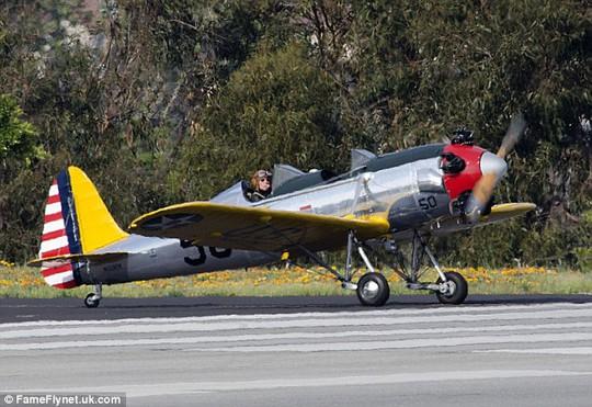 Hình ảnh chiếc máy bay cổ điển giống chiếc mà Harrison Ford lái