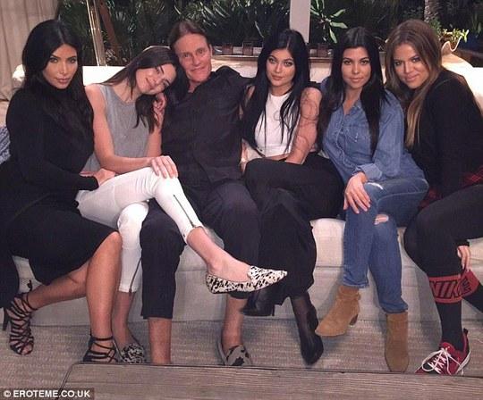 Bruce Jenner thổ lộ chuyện chuyển giới cùng các cô con gái