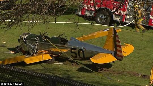 Chiếc máy bay Harrison Ford lái đâm xuống sân golf