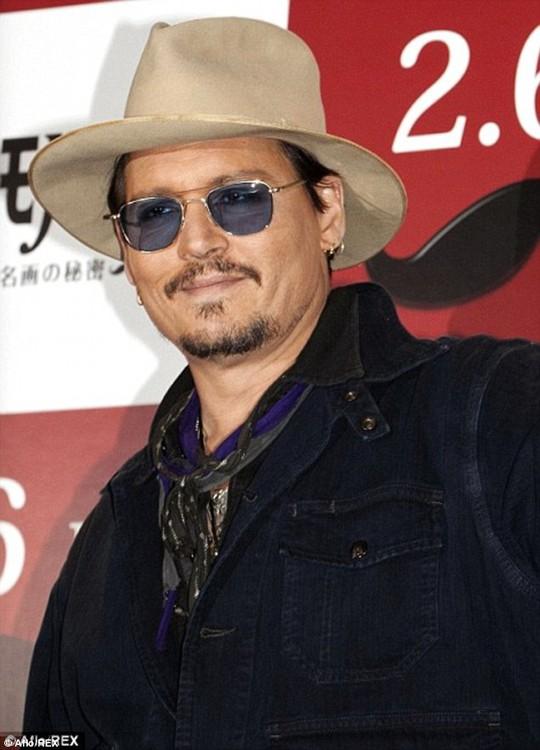Johnny Depp bay về Mỹ phẫu thuật
