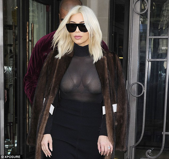 "Kim Kardashian gây sốc với thời trang ""lộ liễu"""