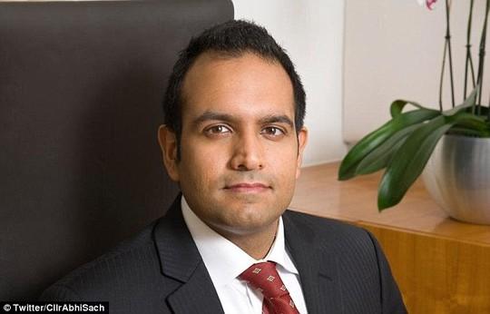 Abhishek Sachdev - Ủy viên hội đồng quận Hertsmere, Hertfordshire – Anh