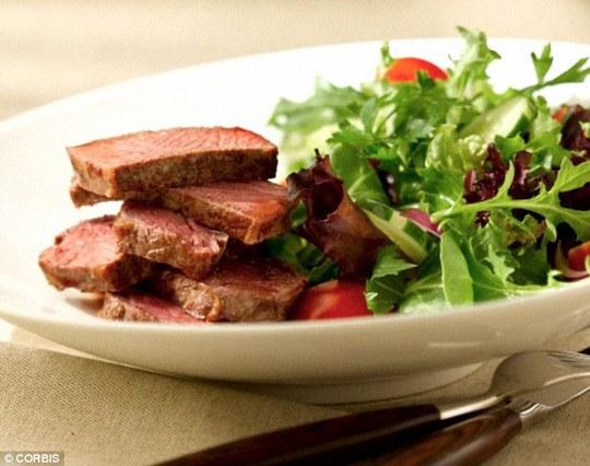Thịt bò chứa nhiều chất sắt. Ảnh: DM