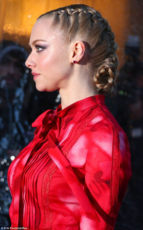 Amanda Seyfried rực rỡ trên thảm đỏ