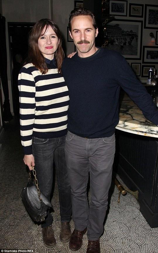 Emily Mortimer và chồng tại buổi ra mắt phim