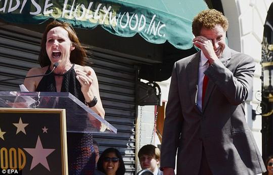 Will Ferrell hí hửng dẫn vợ con đi nhận sao