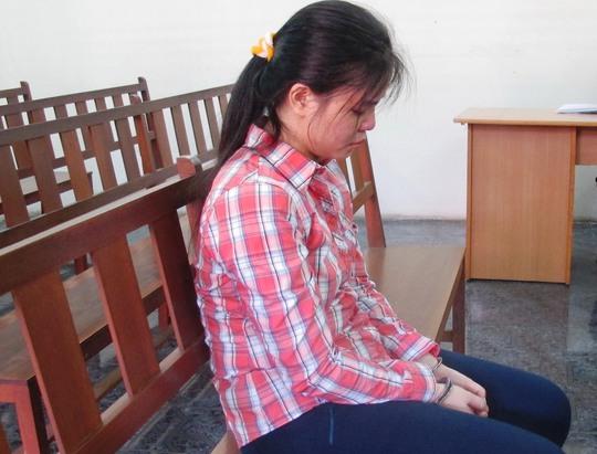 Đặng Thị Thùy Dương cúi mặt nhận tội tại tòa