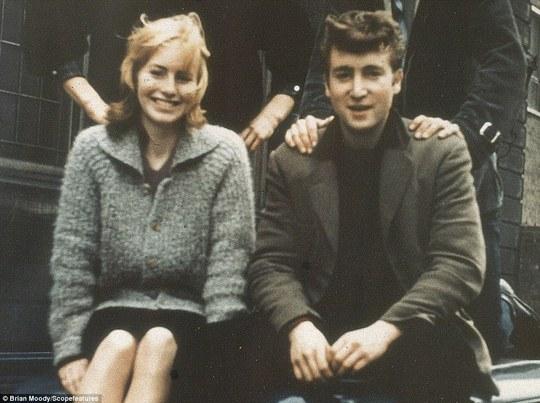 Cynthia và John thuở còn trẻ