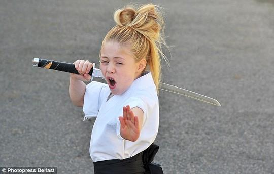 Đam mê võ thuật, đặc biệt là kiếm