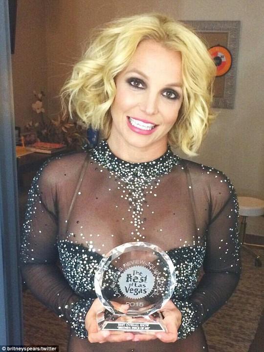 Britney Spears hạnh phúc khoe giải thưởng