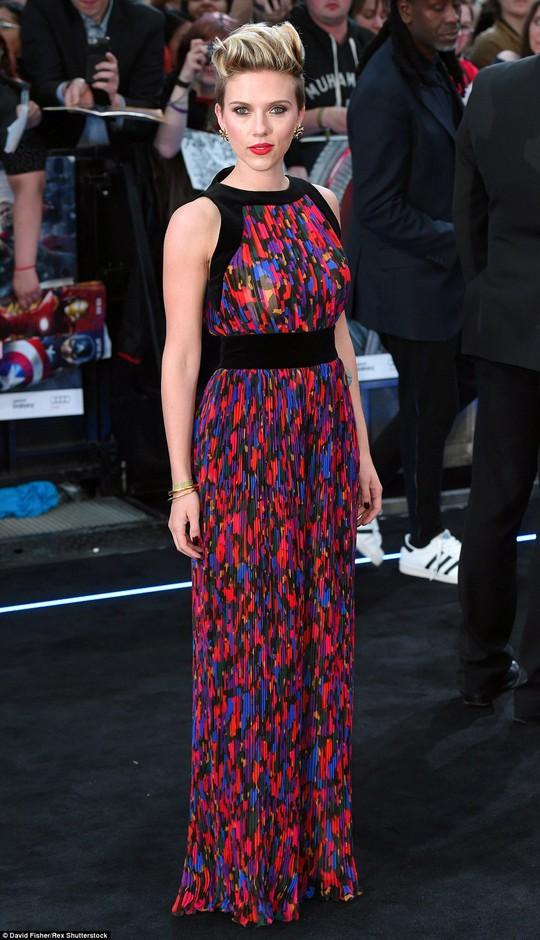 Scarlett Johansson diện jumpsuit