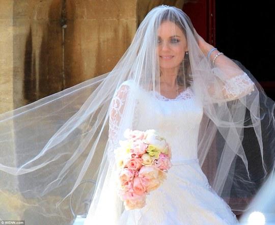 Mỹ nhân Geri Halliwell lên xe hoa ở tuổi 42