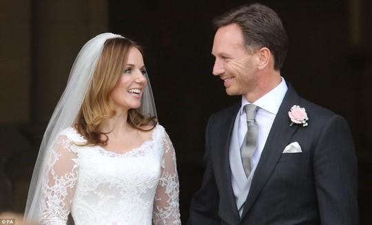 Cô dâu và chú rể rạng rỡ