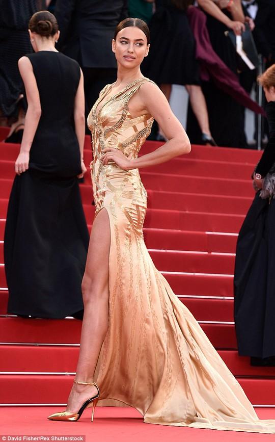 Đến Cannes, phụ nữ phải mang giày cao gót