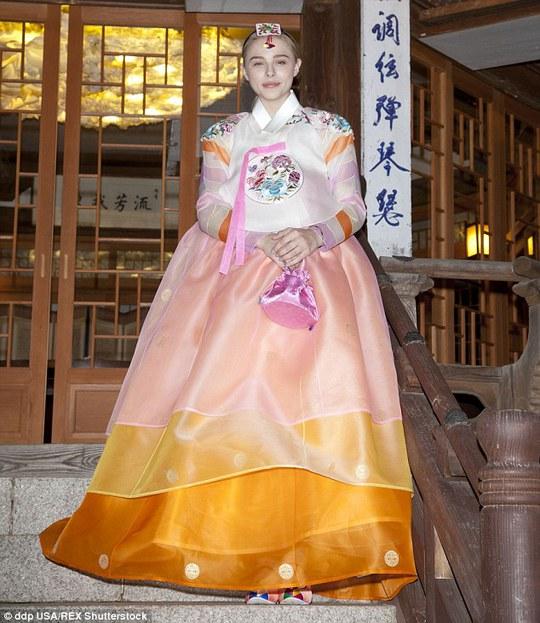 Chloe Moretz trong trang phục Hanbok