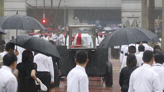 Làn mưa tầm tã... Ảnh: Straits Times